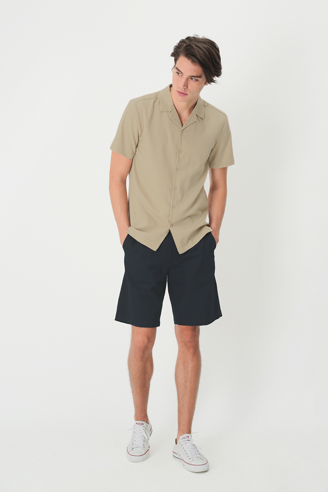 ROBBIE PLEATED SHORTS IN NAVY