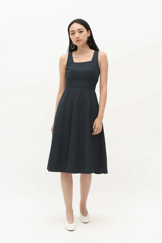 ABIGAIL RUCHED DRESS IN NAVY