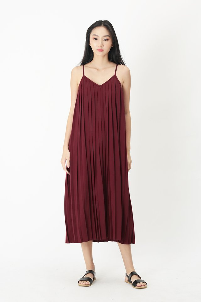 SHARISSA PLEATED TWO WAY DRESS IN SANGRIA