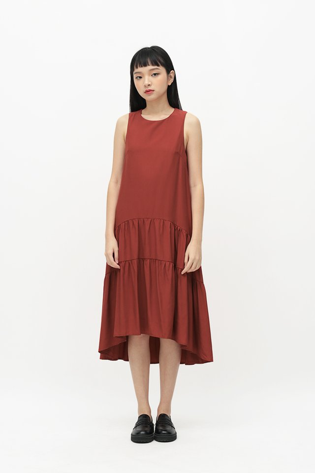 REINA DROP HEM DRESS IN ROUGE RED