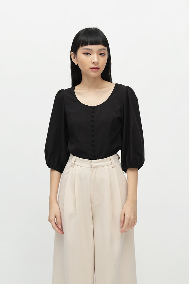 KATHLEEN SCOOP NECK BLOUSE IN BLACK