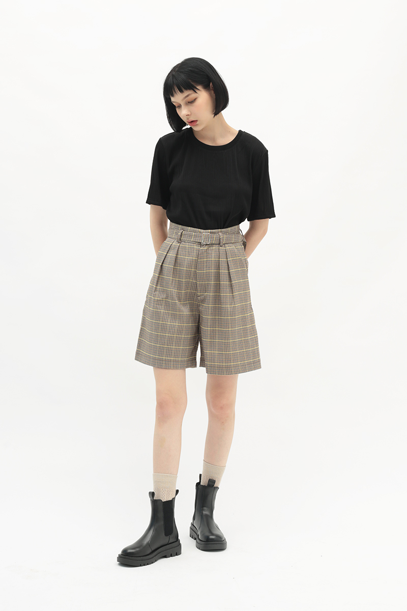 BETWEEN THE LINES RIBBED TOP IN BLACK