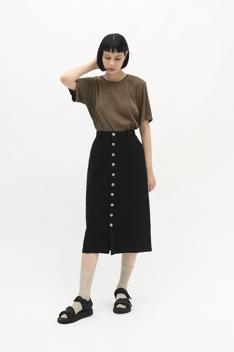 BETWEEN THE LINES RIBBED TOP IN MOCHA