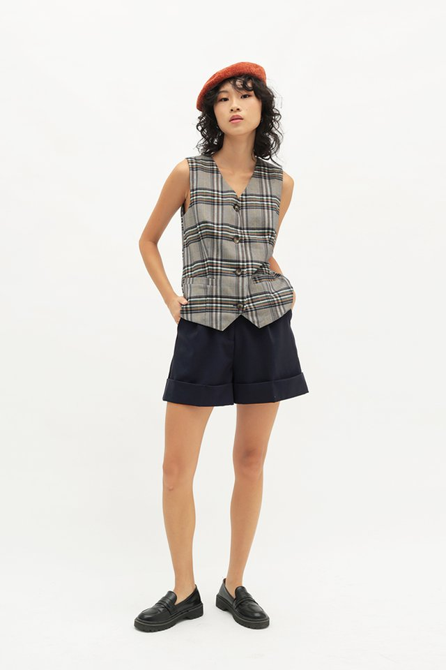 ALFRED CUFFED SHORTS IN NAVY