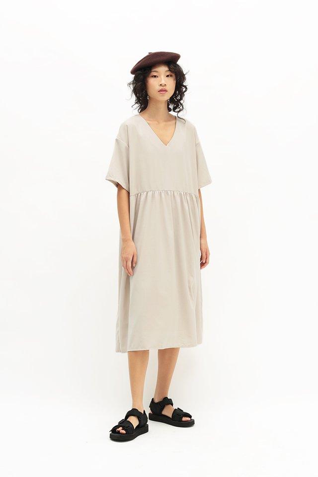 MIEKO OVERSIZED DRESS IN ALMOND